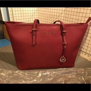 NWT Michael Kors Jet Set Travel Med Tote-Mulberry